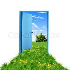Tür führt ins Grüne